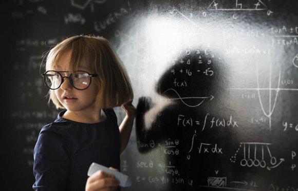 人不是生下來就成為天才,而是變成天才